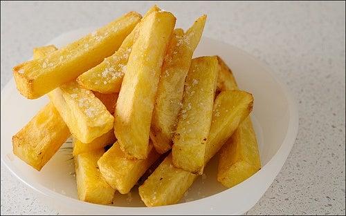 frites dans une assiette