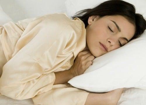 Pourquoi dormir sur le côté gauche ?