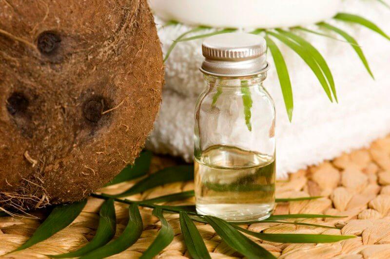l'huile de coco pour réparer les cheveux abîmés