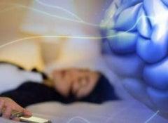 Dormir-avec-le-téléphone-500x241