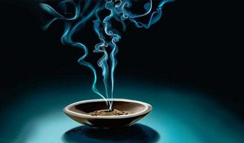 Changez la vibration de votre intérieur avec de l'encens