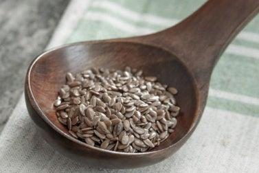 Les graines de lin pour traiter la migraine.