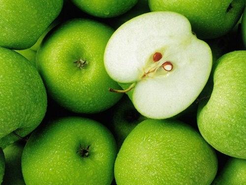 Les pommes sont des fruits sains.