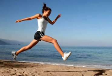 femme-sport-courir-plage-respository-500x340