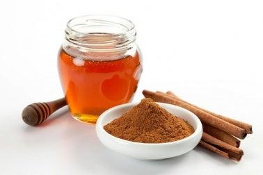 Les bienfaits méconnus de la cannelle et du miel