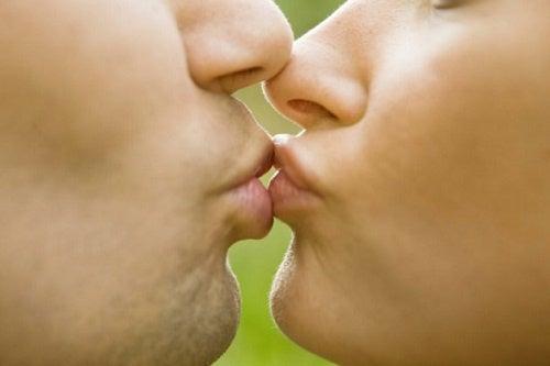 Les informations insolites sur les baisers que vous ne connaissez sûrement pas