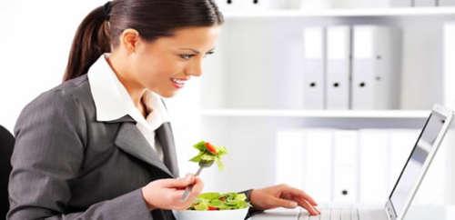 distension abdominale : évitez de manger trop vite