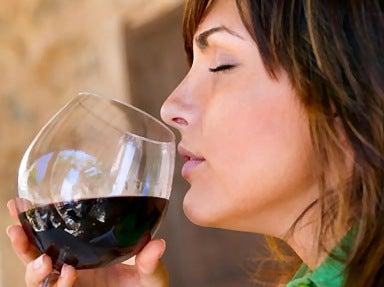 femme-buvant-du-vin