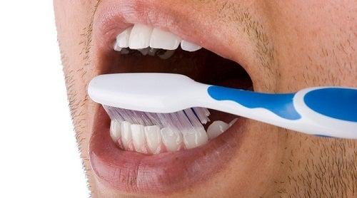 les couleurs sur les tubes de dentifrice