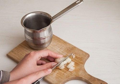 13 astuces pour couper des oignons sans verser de larmes