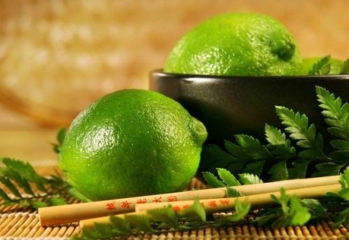 Feuilles-de-citron-vert-infusion