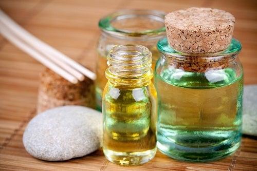 La flaccidité de la peau et huiles