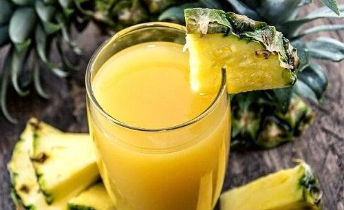 Jus-d'ananas-à-la-menthe