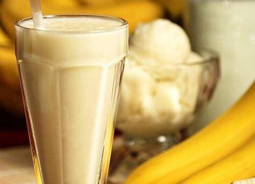Smoothie avec des bananes, graines de chia