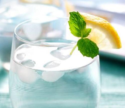 boire-de-l'eau-froide