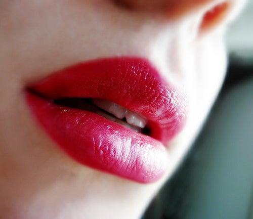 astuces de maquillage pour paraître plus jeune : lèvres