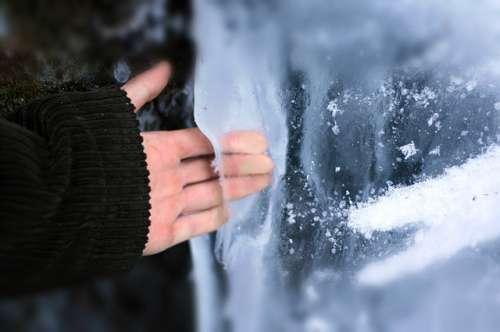 Les mains froides.