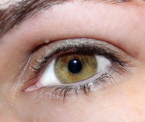 Le pothos permet de soulager les yeux irrités.