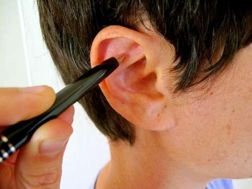 Lutter contre le stress en se massant un point de l'oreille