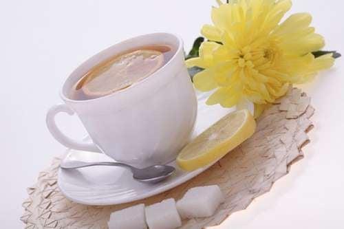 Les incroyables propriétés du thé au zeste de citron