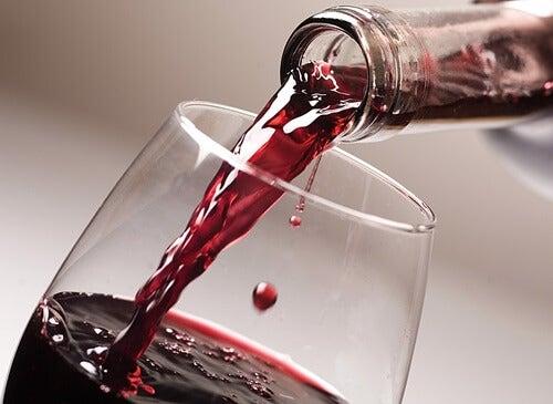 Découvrez un remède naturel à l'ail et au vin rouge