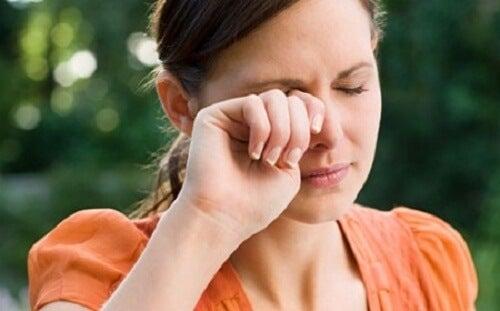 Causes de la vision floue : les maux de tête