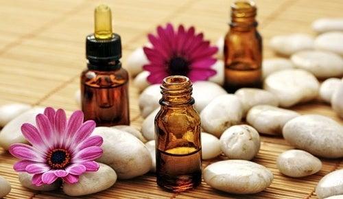 Il existe des huiles essentielles pour les poils incarnés.