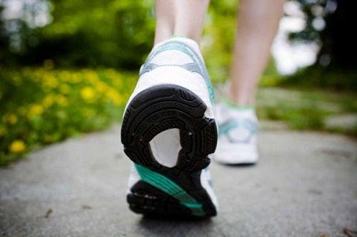 exercices pour éviter une mauvaise posture durant la marche