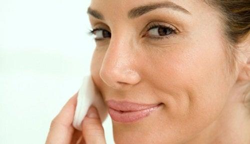 Ce masque vous aidera à blanchir votre peau et enlever les taches.