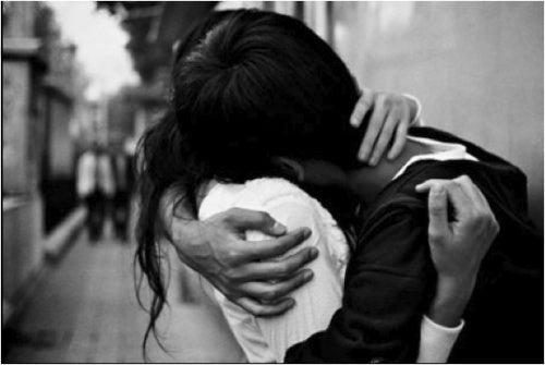 être avec quelqu'un pour ne plus être triste