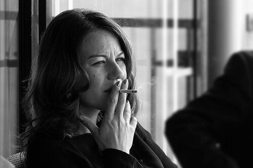 femme-qui-fume-Tonino-Donato-500x333