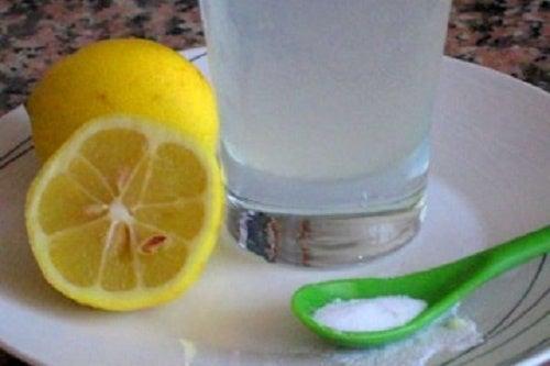 Bicarbonate avec du citron