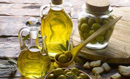 l'huile d'olive pour empêcher l'oxydation de l'avocat