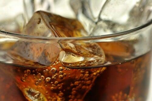 Saviez-vous que les sodas «light» augmentent la graisse abdominale ?