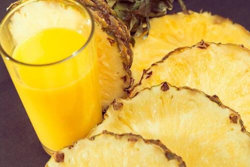 L'ananas est le meilleur fruit qui existe pour désenflammer les mains.