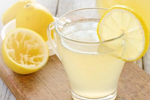 Limonade pour le nettoyage au citron.