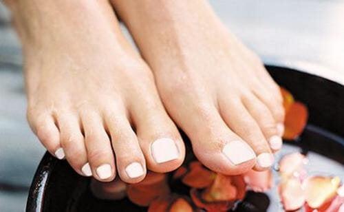 Les meilleures huiles essentielles pour de jolis pieds en bonne santé