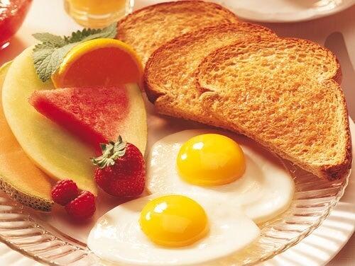 Préparer un petit-déjeuner sain.