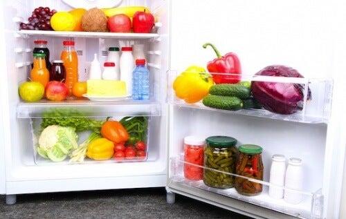 Les 14 aliments que vous devriez toujours avoir dans votre réfrigérateur