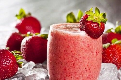 Smoothie-d'avoine-et-de-fraise