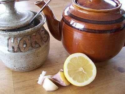 Préparation du thé à l'ail.