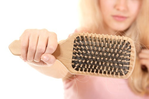 Comme ajouter lhuile volatile pour les cheveux