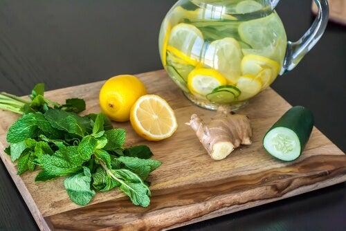 Un régime de désintoxication au citron, au gingembre et au concombre