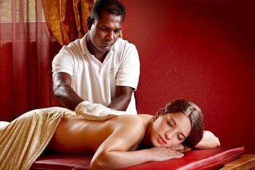 Les massages contre les bourrelets.