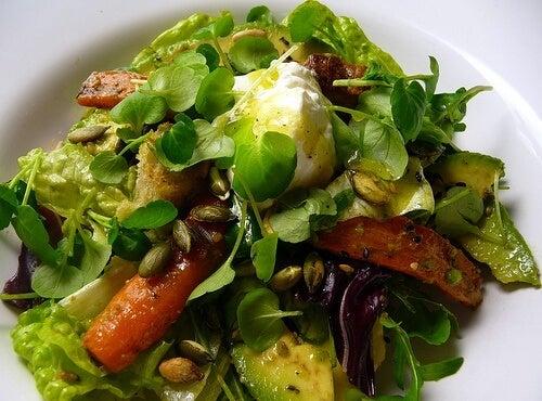 Une salade peut-elle faire un bon plat principal ?