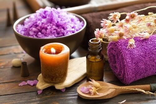 L'encens ou les bougies sont efficaces pour nettoyer les énergies négatives.