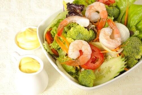 Comment-preparer-une-salade-saine-avec-du-brocoli-500x333