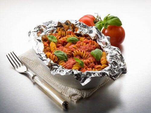 dangerosité du papier aluminium pour conserver les aliments