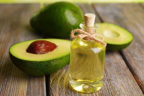 Des huiles naturelles pour réactiver la pousse des cheveux