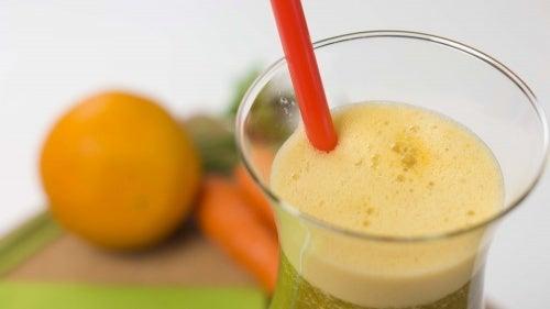 Un jus de carotte, d'orange et de persil pour perdre du poids